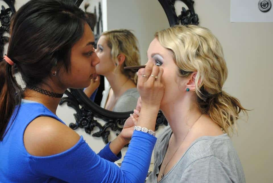 What To Look For In A World Class Make-Up School