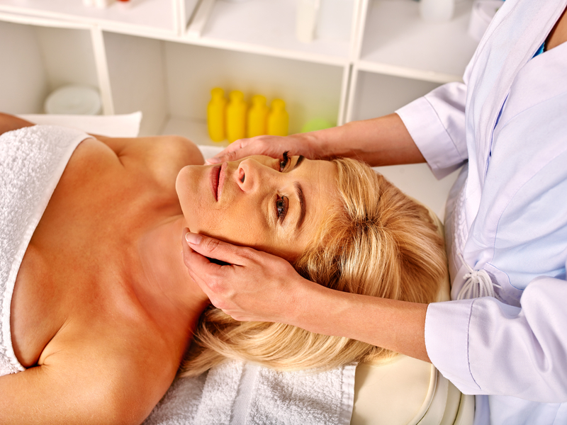 Spa therapists advise clients about expected results and potential risks of treatment