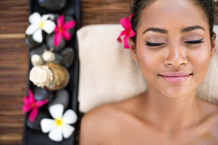 How a Professional with Spa Therapist Training Can Help You Recharge