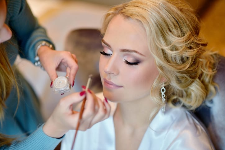 How Makeup Artist Training Can Boost Self-Confidence