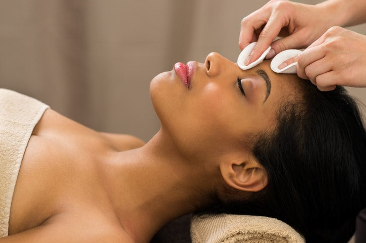 Lending Hands and Ears When You Become a Spa Therapist