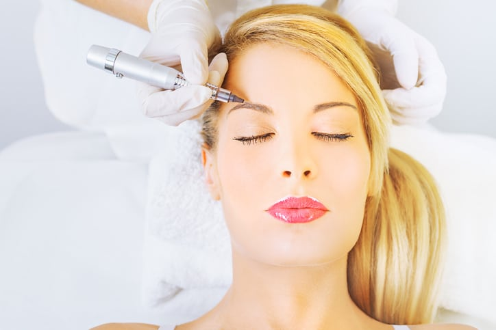 Eyebrow Microblading Training VS. Eyebrow Tattooing